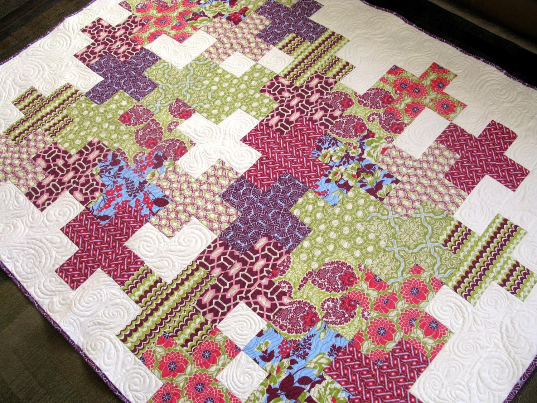 Modern patchwork quilt bed linens homemade quilt modern for Modern house quilts