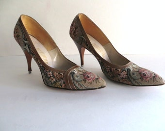 Vintage womens shoes heels pumps, floral, pink green beige copper, dressy, rose tapestry, 60s pointy, Johansen Shirley Shoes