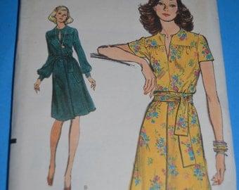 Vintage 70s Vogue 8959 Misses' Dress Sewing Pattern  - UNCUT Size 6