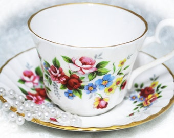 ROYAL SUTHERLAND  Vintage Bone China Tea Cup and Saucer,  Made in England / Beautiful Rose Design / Spring