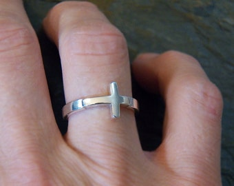 Sterling Silver Cross Ring - Size 7 or 8 - sideways style - solid, chunky design