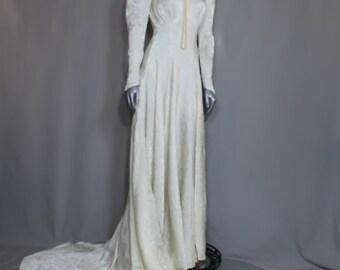 SALE was 350.00  Vintage Wedding Gown Simple Elegance