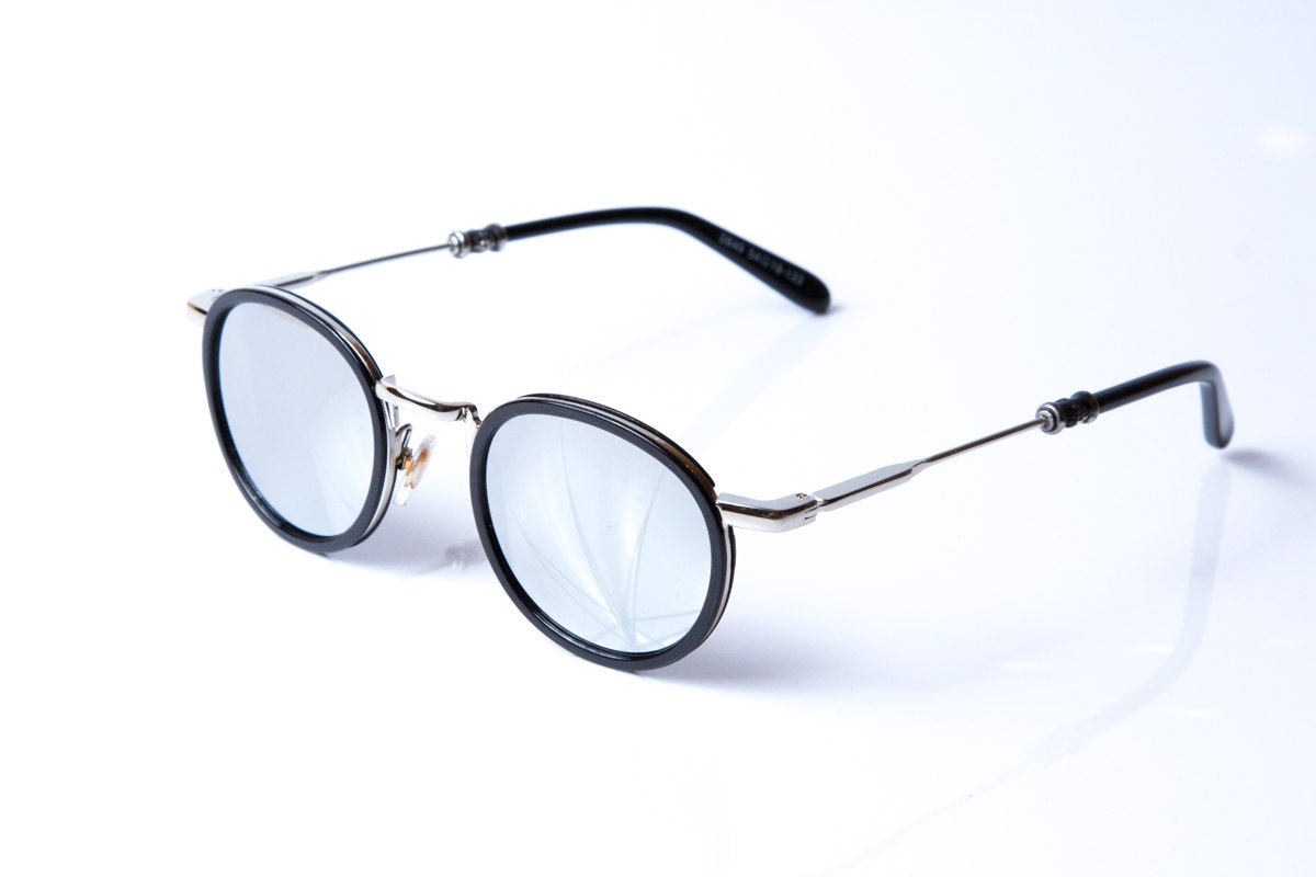 Round sunglasses. Gold metal solid frame. Superb by ...
