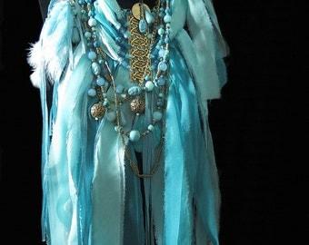 Collier textile de créateur extravagant, unique gipsy bohême, en rubans de soie et perles bleu vert turquoise séparable en deux colliers