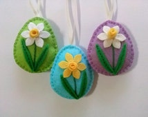 Felt easter decoration - felt egg with daffodil flower, choice of background color green, blue, lilac - 1 ornament