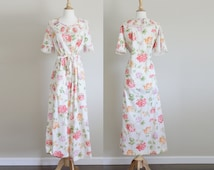 1970s Floral Dressing Gown by Komar  // Medium Large