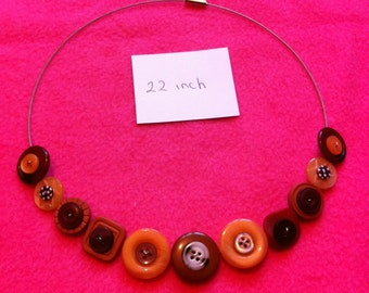 pretty hand made button necklace a pretty and unique gift uk seller