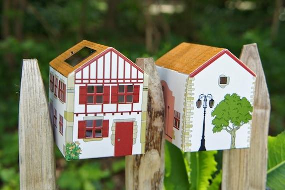 petite maison solaire basque en carton veilleuse. Black Bedroom Furniture Sets. Home Design Ideas
