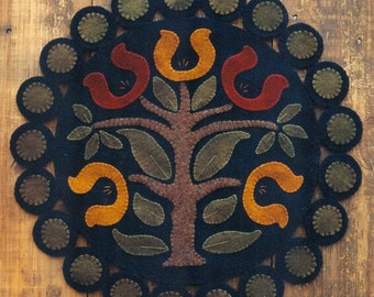 Primitive Wool Penny Rug e-Pattern Traditional Colonial Tree Horseshoe Flowers Pennies