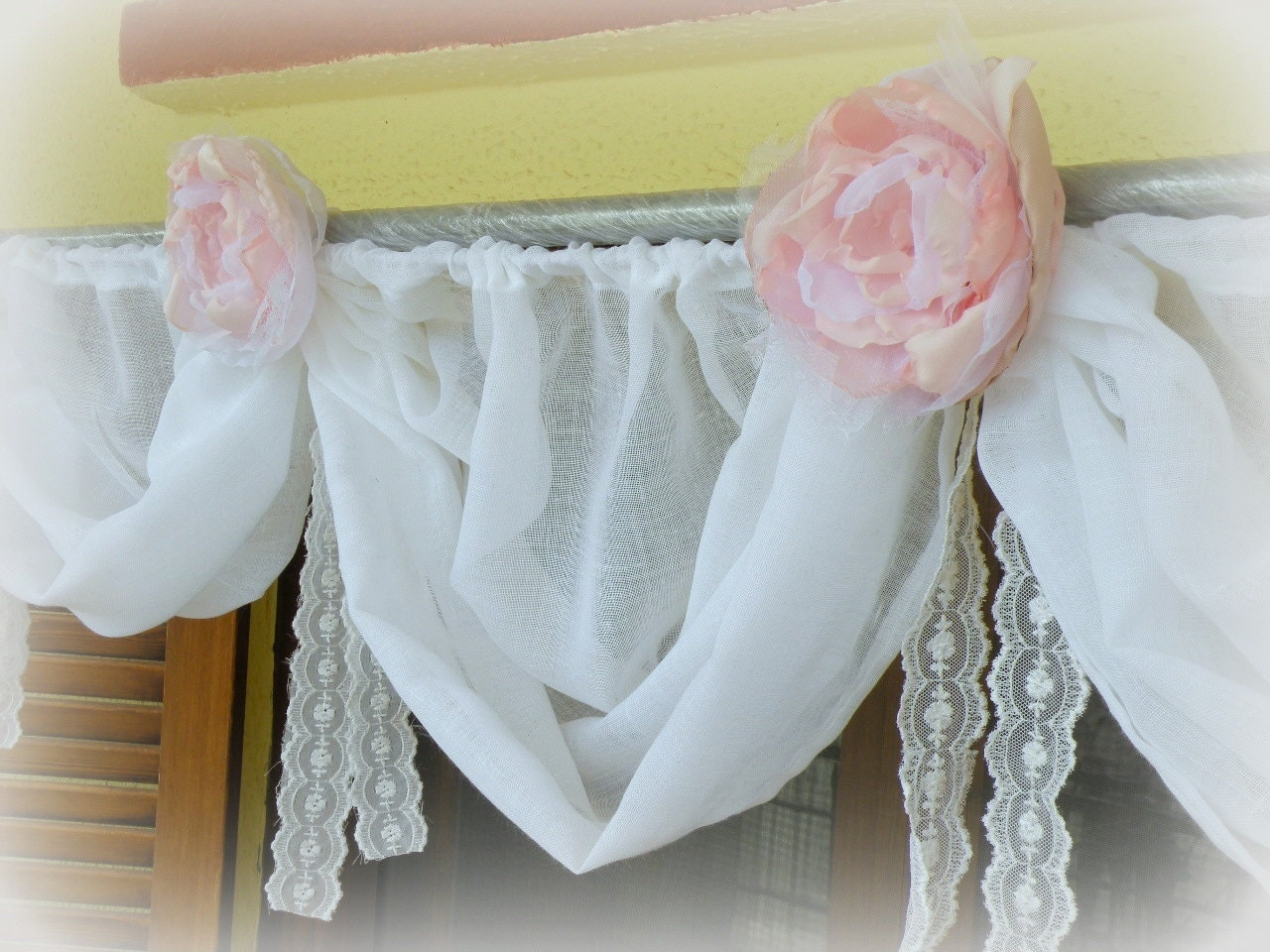 Shabby chic diaphane cantonni re de mariage de plage for Cantonniere shabby chic