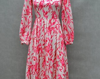White and Magenta 1960's Long Sleeved Dress
