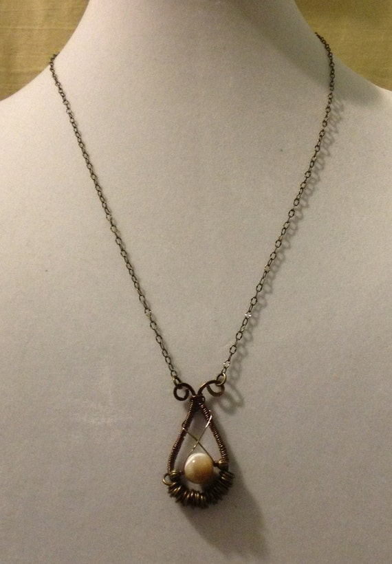 Mother Of Pearl Handcrafted Pendant Necklace N6151718