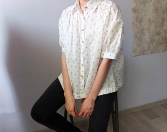 daisy print blouse with puffed-up short sleeves
