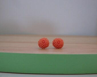 Little peach chrysanthemum earrings, resin flower earring, surgical stainless steel posts