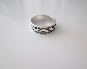 Sterling silver Vintage Dolphin band ring, size 7.5