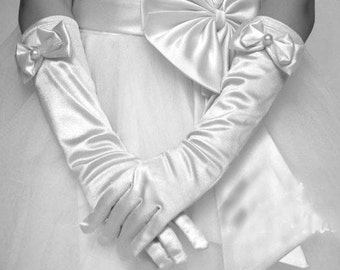 Girls Ivory gloves, white gloves, Girls satin long gloves, Children gloves, christening white gloves, baptism gloves, flower girl gloves