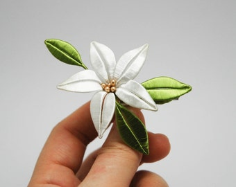 Lily Chan-hua (Twined Flower) Brooch