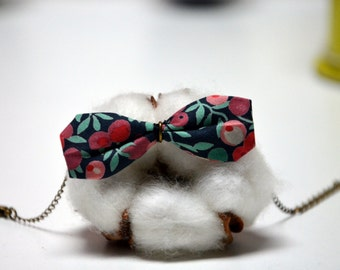 Bracelet with a Liberty fabric bow (black with flower)