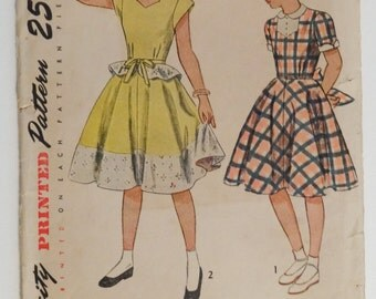 Vintage Simplicity Girls' Sweetheart Neckline Dress Pattern, Size 8