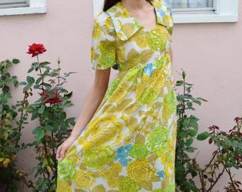 Vintage 1970s Groovy Mod Oversized Collar Empire Waist Babydoll Springtime Pastel Retro Gown Virgin Suicides Maxi Prom Dress M