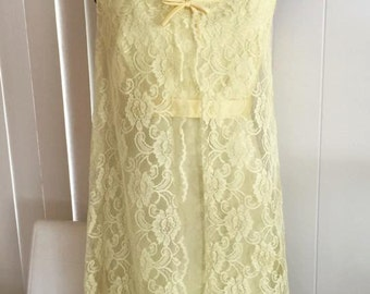Vintage 1960's Baby Doll Yellow Lace Dress -- So Cute!! Size M -- MOD