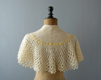 Vintage crocheted wool bed cape. cream ribbed bed shawl. wool capelet. shrug