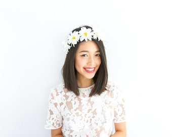 daisy chain flower crown / festival floral headband, wedding headpiece, garden, white, hairband, flower, summer, spring.