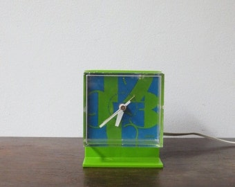 Vintage Mod Pop '60s Lime Green Sunbeam Pedestal Clock
