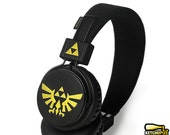 Zelda headphones earphones handpainted - Triforce Hylian seal - black gold