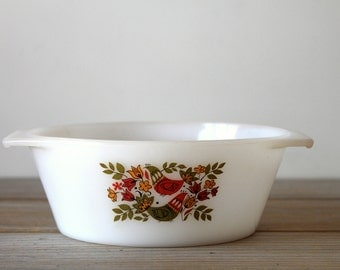 Vintage French retro bowl / modern kitchen decor / retro folk decor / pyrex style white dish / retro Arcopal serving bowl / folk birds