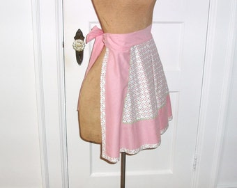 Pink White Apron with Pockets - Short Hostess Apron / 50s Housewife - Kitchen Accessory