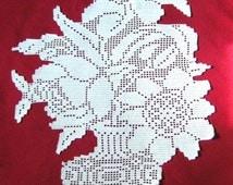 Bouquet place mat hook lace trompe-l'oeil(window dressing). White cotton.