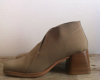 90s Tan Ankle Boots // Chunky Heel // Size 7