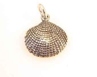 Sterling Silver 3-D CLAM SHELL Charm Pendant Beach Sea Ocean .925 Sterling Silver New nt58