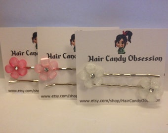 A Set of 2 Flower Bobby Pins