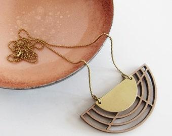 AD chain - semicircle - Walnut - brass