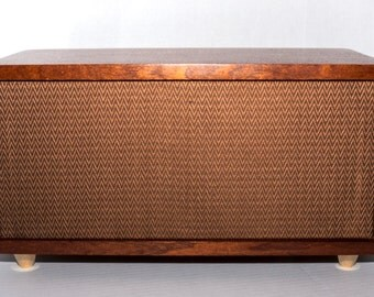 Vintage Radio-Inspired Stereo Speaker