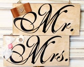 Mr & Mrs Vintage Wedding Wooden Sign / 3.8'' X 8'' / Rustic Shabby Patina / Wall Hanging / Key or Necklace Hanger / Home or Wedding Decor
