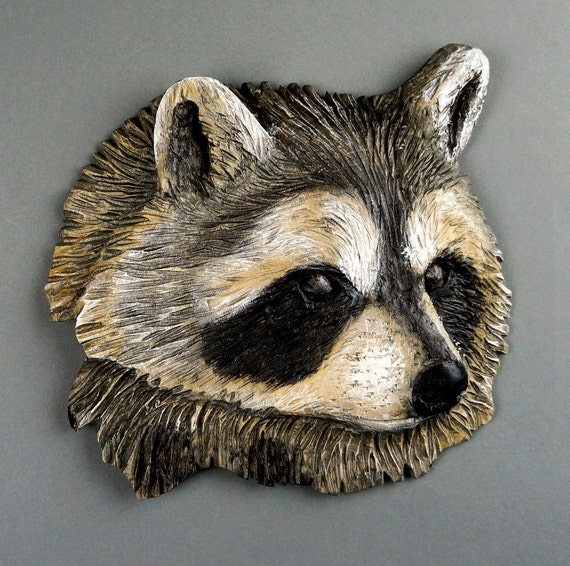 Raccoon carved on wood with colors