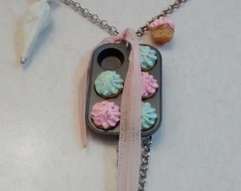 Cupcakes Necklace.