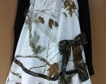 Womens white camouflage apron with green camo trim and bow. The skirt on the bottom give it a feminine flare Excellent gift for the hunter..