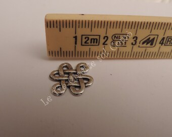 """Charm or connector """"Celtic knot"""""""