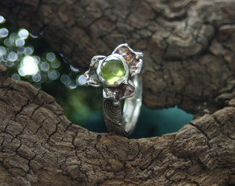 Ring Trinity - with wonderful green peridot - made in lovely work in silver