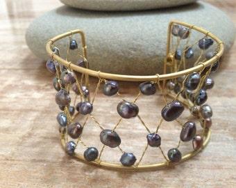 Handmade beaded bracelet with freshwater black pearl beads