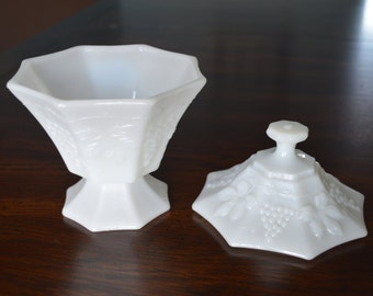 Vintage Candy Dish & Lid in Vintage-Milk Glass by Anchor Hocking