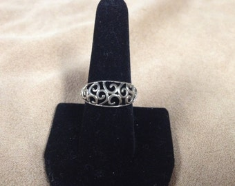 Vintage 925 Sterling Silver Ring with Scroll Incut Design, Size 8