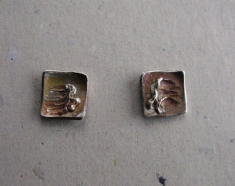 Earrings are sterling silver with cireres of pressure. It is a square of side 1 cm.