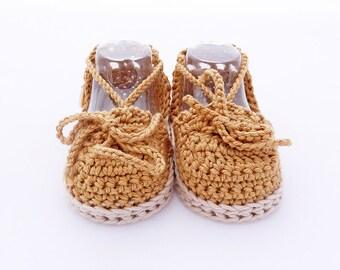 Crochet sandals for baby ocre colour. Achis Sandals model