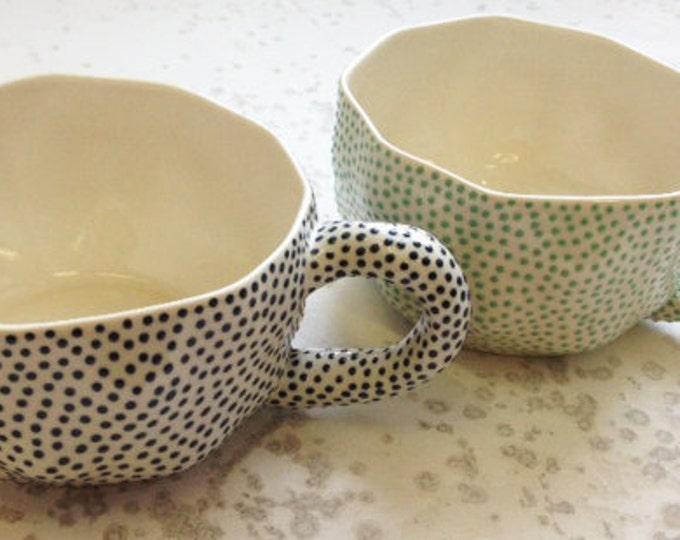 Dotted wide mug