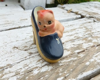 FREE SHIPPING! Vintage painted ceramic kitty on shoe